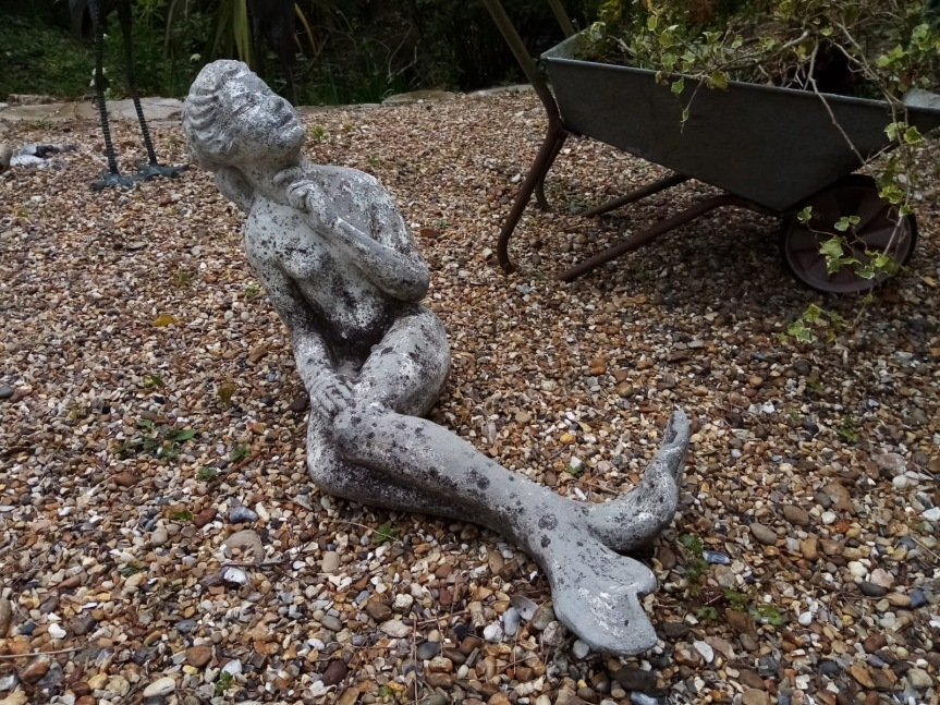 ROG05 anrique stone mermaid water feature 90cm £295